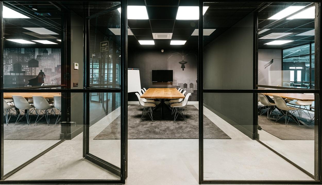 fotobehang kantoor realisatie vergaderruimtes in Amsterdam