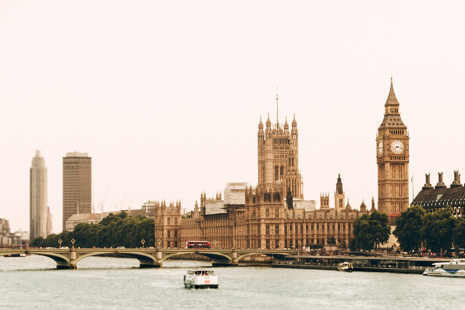 foto 4 London thames by day in perspectief