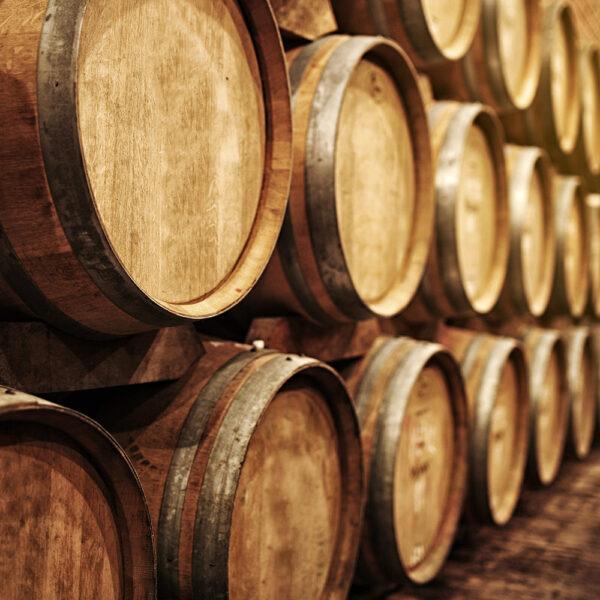 wijnkelder wijnvaten hout structuur