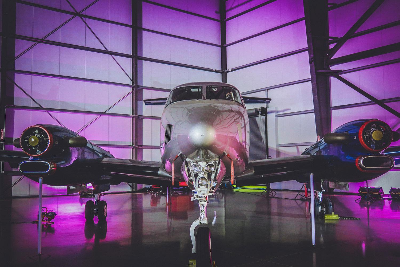 vliegtuig kleurrijk neus motoren