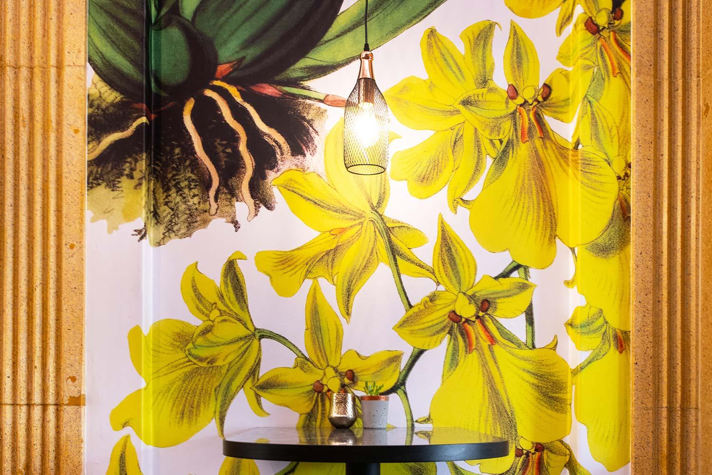 zonnige muur cara bloemen goud