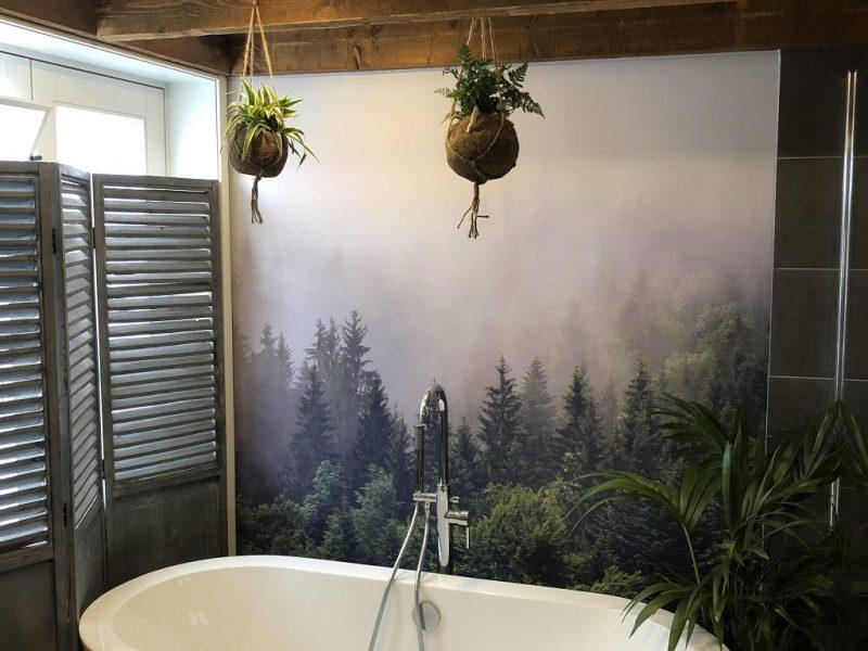 Badkamer met fotobehang realisatie door 123fotobehang
